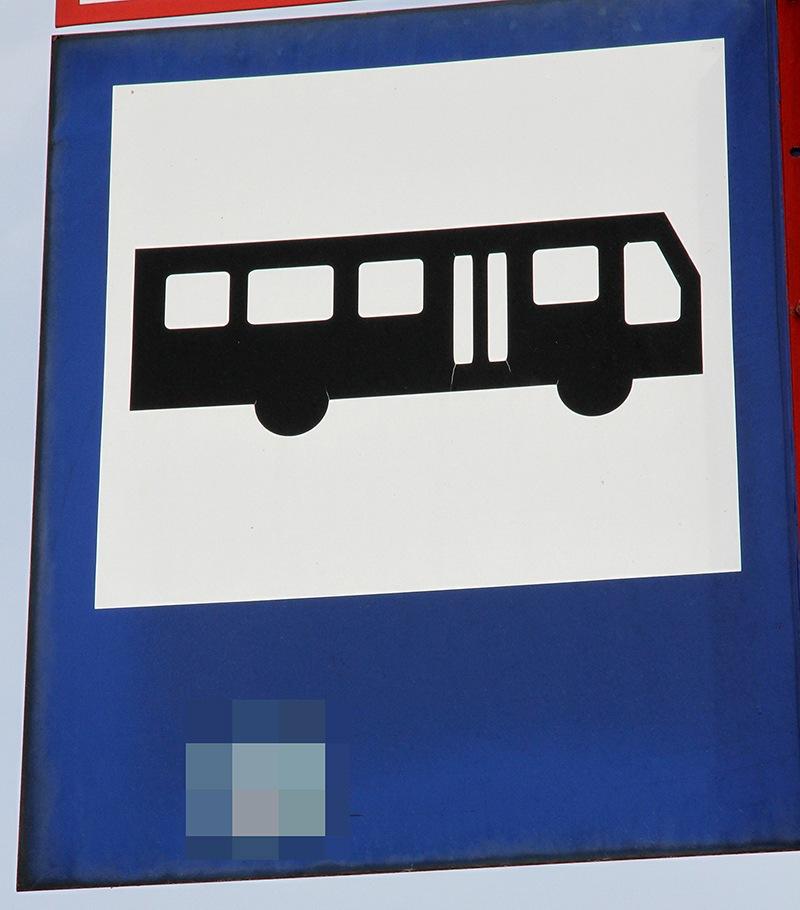 Remontują chodnik, autobusy się nie zatrzymują przy przystanku
