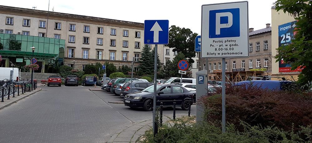 Jest zawiadomienie w sprawie strefy płatnego parkowania!