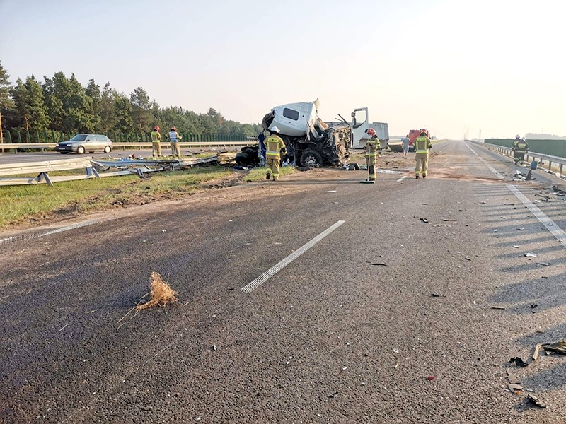 Uwaga! Zderzenie ciężarówek na drodze S7 na wysokości Orońska