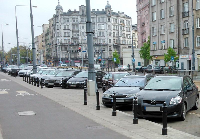 W Warszawie bez opłat za postój w strefie płatnego parkowania