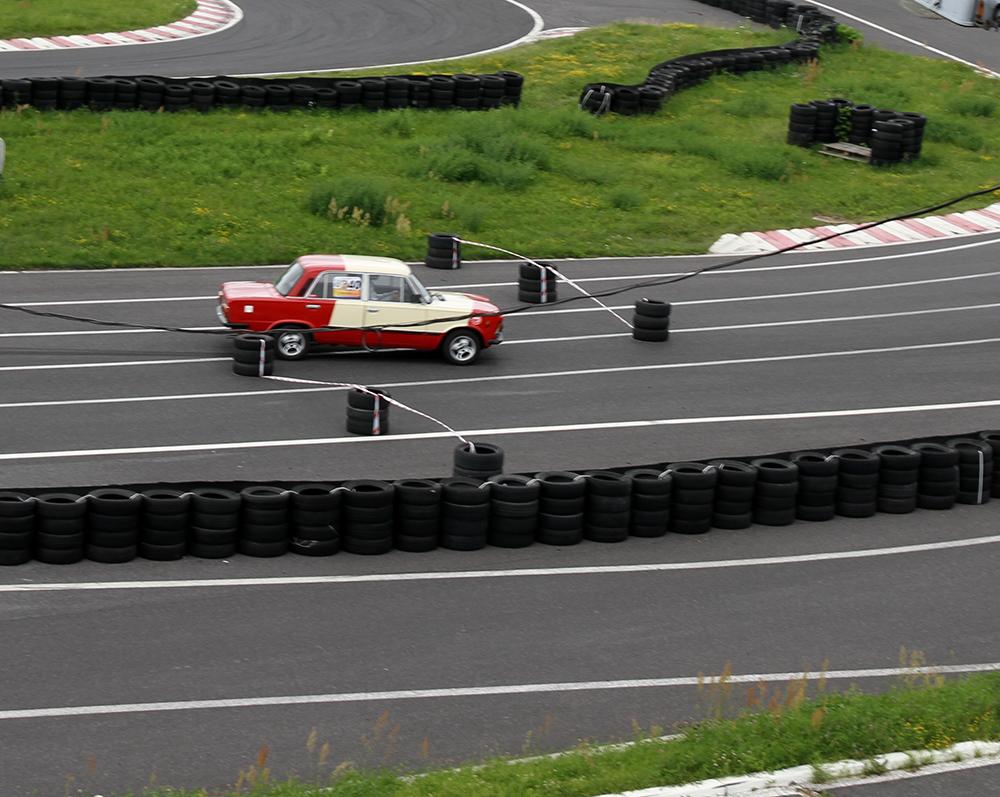 Amatorzy wyścigów samochodowych na start