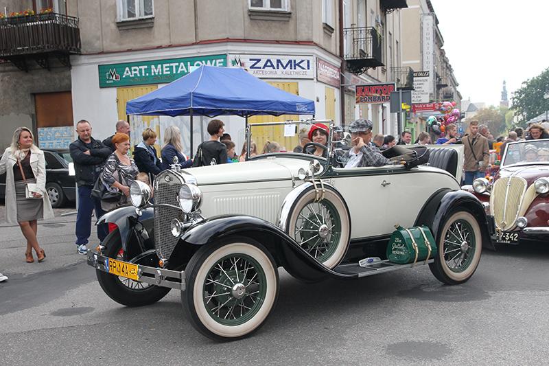 Piękno starych samochodów w Radomiu
